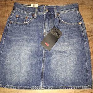 Woman's Levi's jean skirt